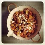 potiron rôti, feta, noix et raisins secs
