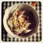 Cailles aux kumquats, oignons rouges, ail confit et noisettes