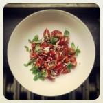 Tomates, fraises, basilic, oignon rouge et balsamique