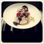 Focaccia sucrée aux fruits d'été et basilic