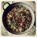 Taboulé de grenade, amandes fumées, raisins et herbes fraiches