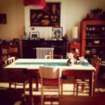 La cuisine du placard , pains au levain et levures, boites, houmous, crackers etc…